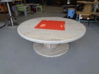 Table basse touret incrustation plaque rouge
